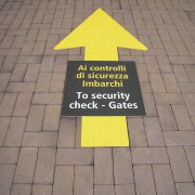 Adesivi a pavimento priority gates 012