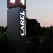 CAREL_Totem-esterno-luminoso