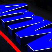 Amway_insegna luminosa a lettere singole scatolate con frontale luminoso